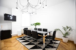 sala de reuniones luminosa